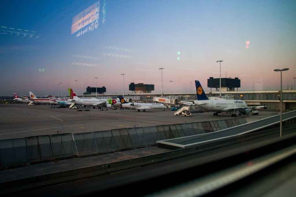 zasady na lotniskach